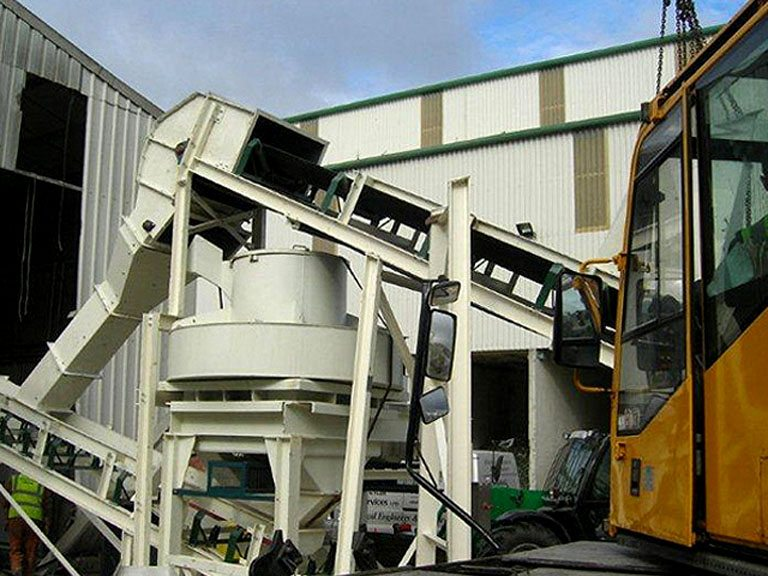 Full Glass recycling system c/w vibrating feeders, hoppers, overband magnet, Barmac Crusher, Bivitec Screen / Delivers 60 tonnes per hour