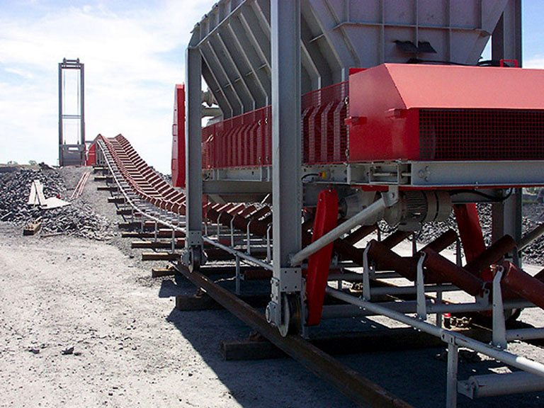 750mm wide Ground Conveyor system c/w 20 tonne capacity hopper feeder