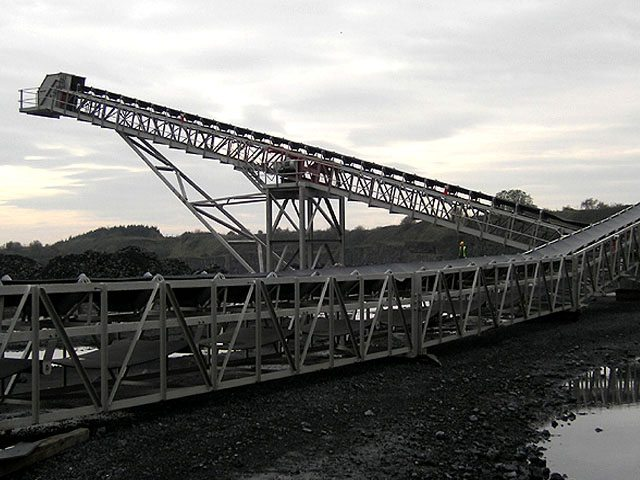 1200mm wide Ground Conveyor System c/w 30 tonne capacity railtrack hopper feeder