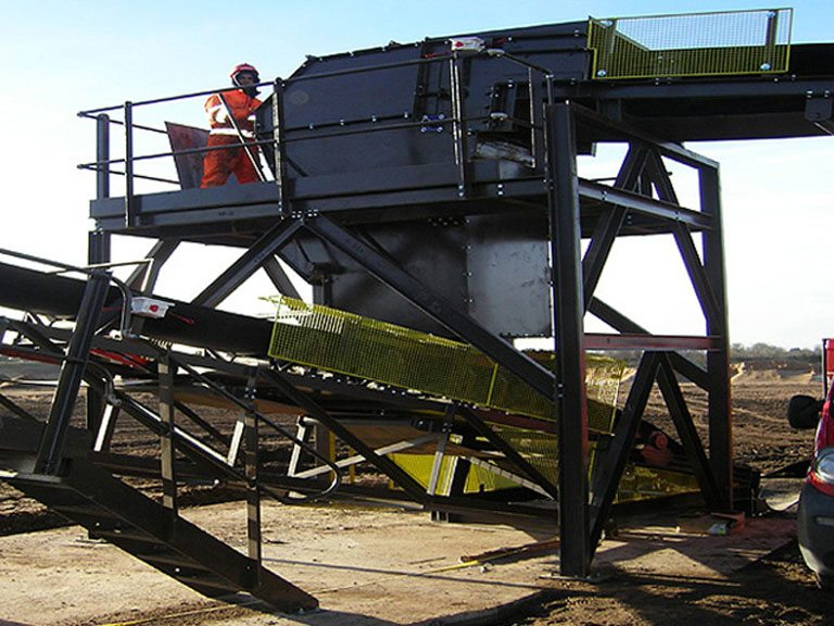 900mm Wide Ground Conveyor and Stockpiler system / Delivers 450 tonnes per hour (sand and gravel)